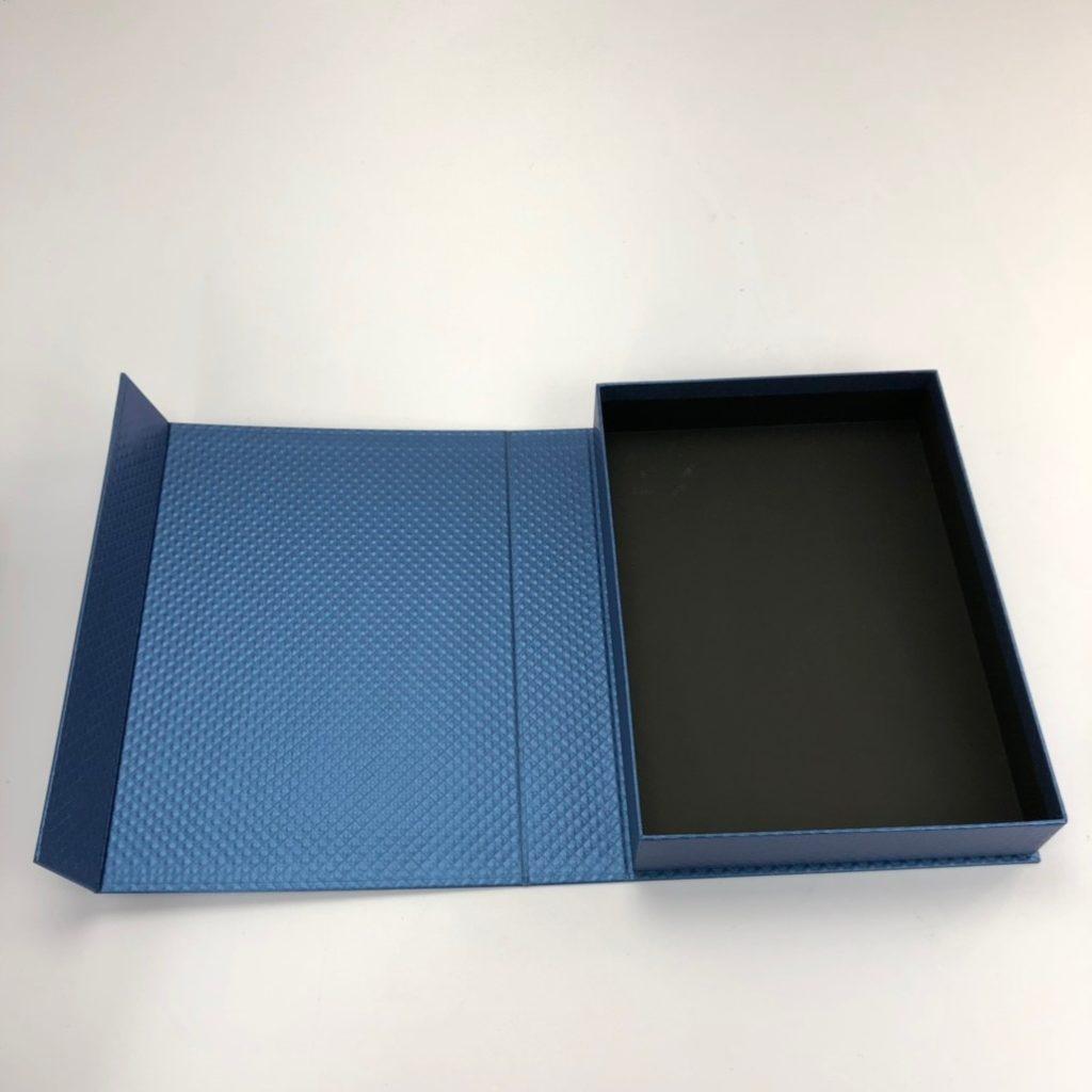 精裝書型盒 內貼黑卡的效果