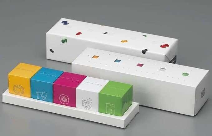 五彩繽紛的八種甜食包裝